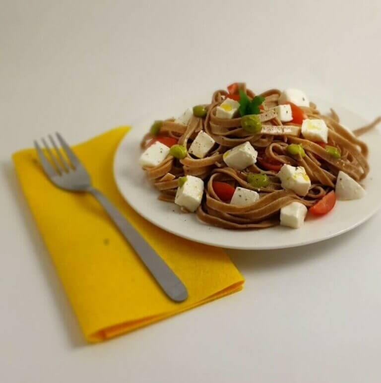 Tagliarelle low carb pomodoro mozzarella basilico